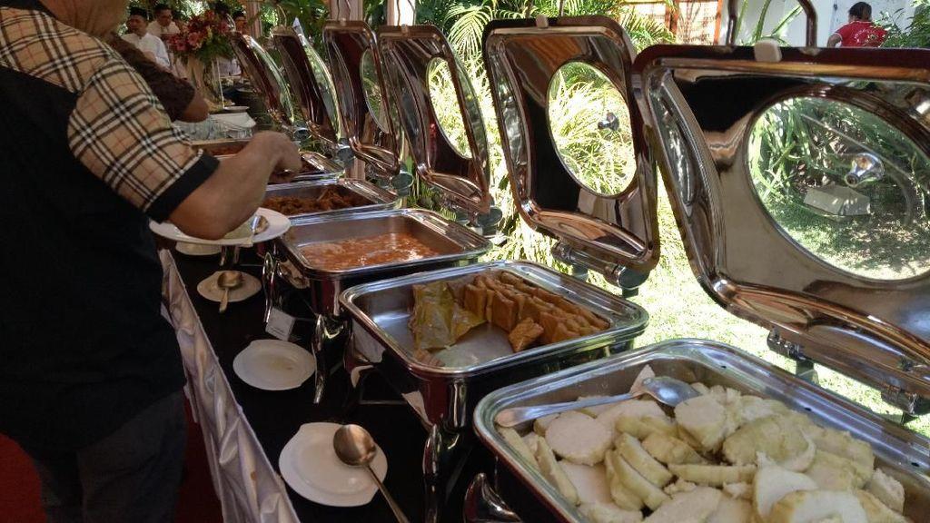 JK Sajikan Kuliner Makassar di Open House, Pallu Basa Jadi Favorit