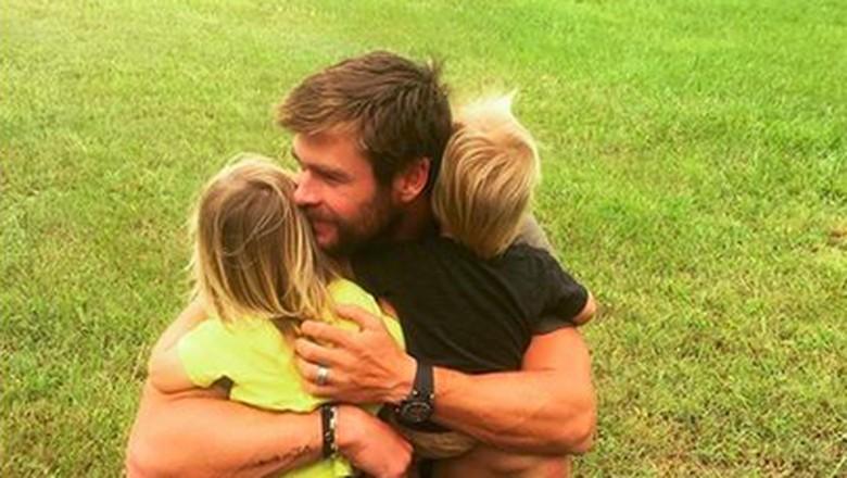 Beragam Manfaat Biarkan Anak Main di Luar Seperti Chris Hemsworth/Foto: instagram