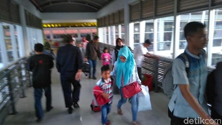 Lebaran Hari Ketiga, 37.484 Penumpang Padati Terminal Purabaya