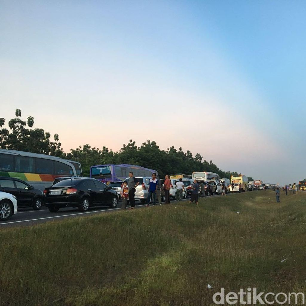Polisi Berlakukan One Way di KM 126 Tol Cipali Arah Cikampek