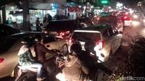 Arus Balik dari Garut, Kendaraan Stuck di Alun-alun Tarogong