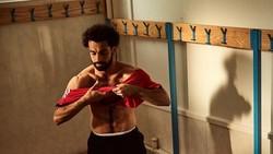Supaya bisa cepat kembali pulih pasca cedera, pemain andalan Mesir di Piala Dunia FIFA 2018 Mohamed Salah tampaknya rajin olahraga di gym.