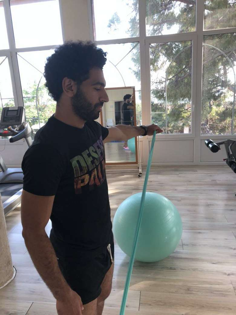 Tak ingin mengecewakan penggemarnya di Piala Dunia 2018, Salah mengunggah foto ketika ia sedang latihan di gym. Saya merasa cukup baik, ujarnya. Foto: Twitter/MoSalah