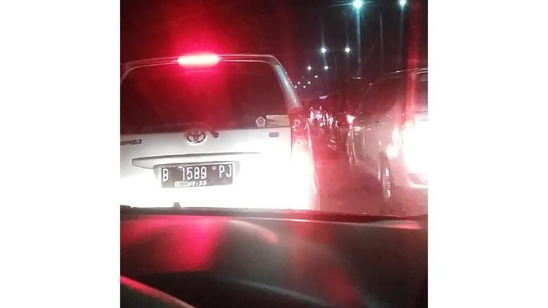 Tol Arah Jakarta One Way, Pemudik Masuk Cikampek Antre 2 Jam