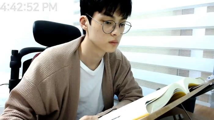 Youtuber ganteng Korea. Foto: Dok. YouTube