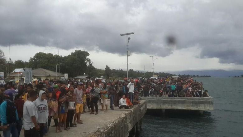 3 Penumpang Kapal Tenggelam di Danau Toba Selamat