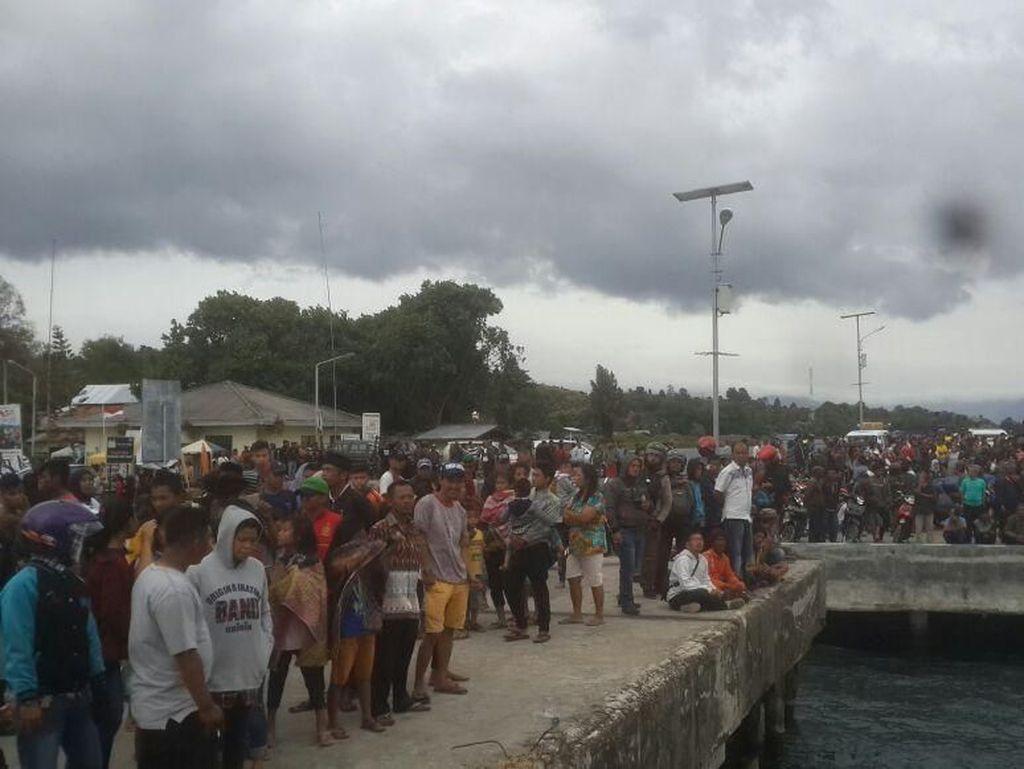 Kapal yang Tenggelam di Danau Toba Angkut 70 Penumpang