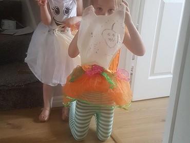 Kalau yang ini anaknya salah kostum. Nak, ini Hari Ayah Internasional bukan Halloween, he-he-he. (Foto: Twitter/ @tonywardle10)