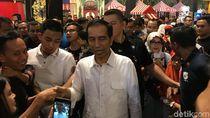 Usai Main Sama Cucu, Jokowi Diserbu Warga di Transmart Bogor