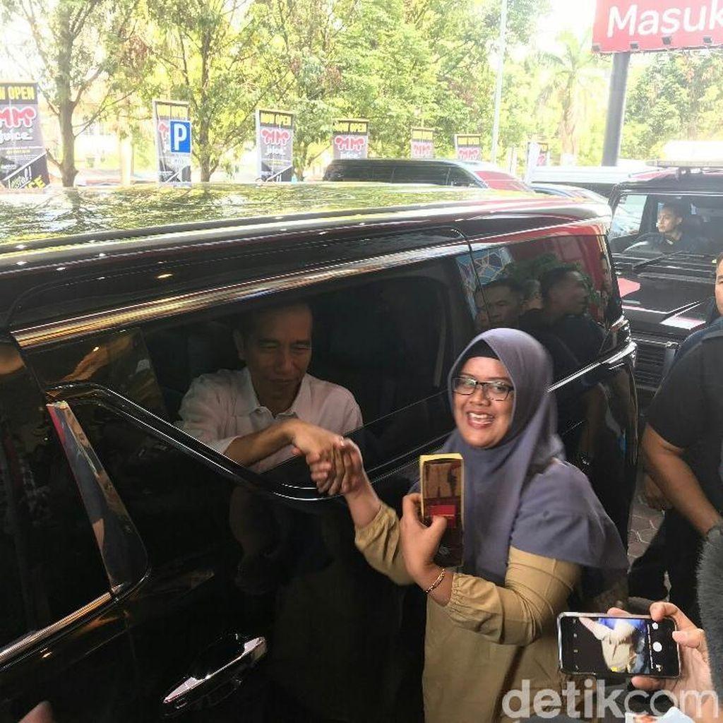Senangnya Pengunjung Transmart Bogor Saat Mendadak Berjumpa Jokowi