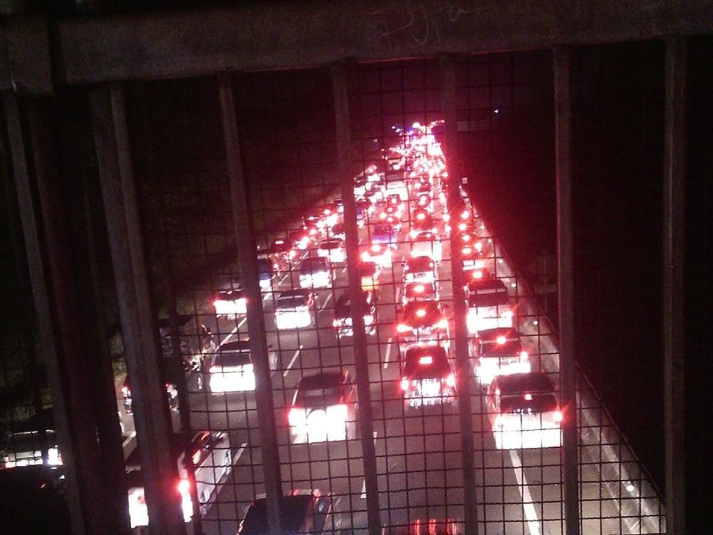 Sempat Dihentikan, One Way Cikampek-Jakarta Berlaku Kembali