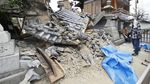 Akibat Gempa, Lubang Besar Menganga di Jalanan Osaka