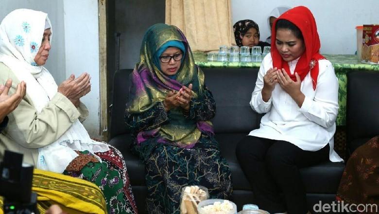 Keluarga Pendiri Ponpes Darul Ulum Doakan Gus Ipul-Puti Menang