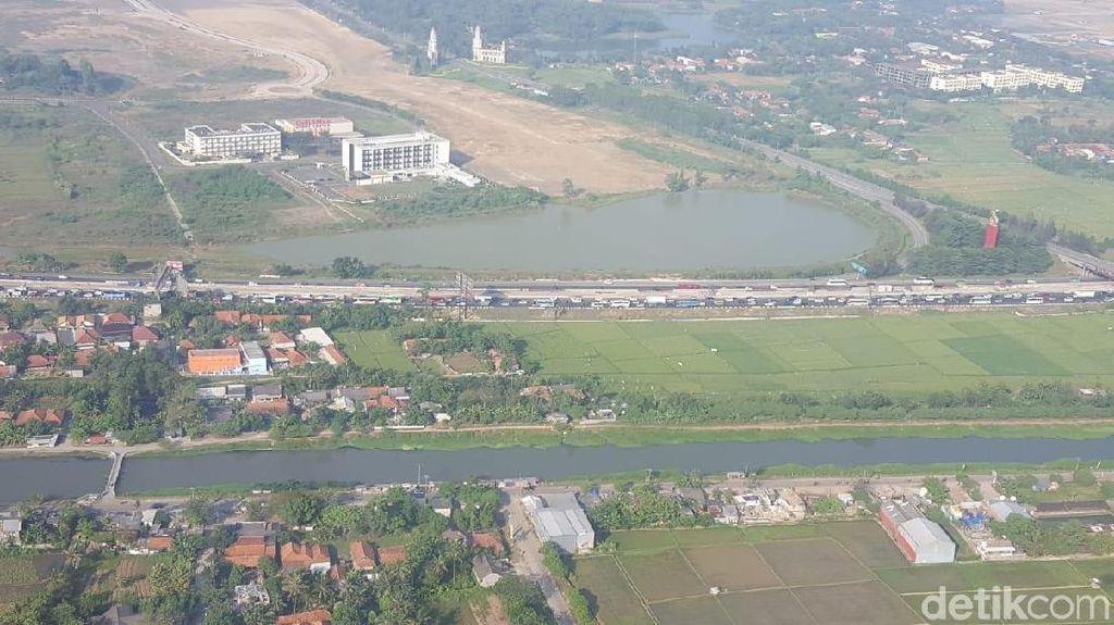 Foto: Pantauan Udara Arus Balik dari Cikampek Hingga Pantura