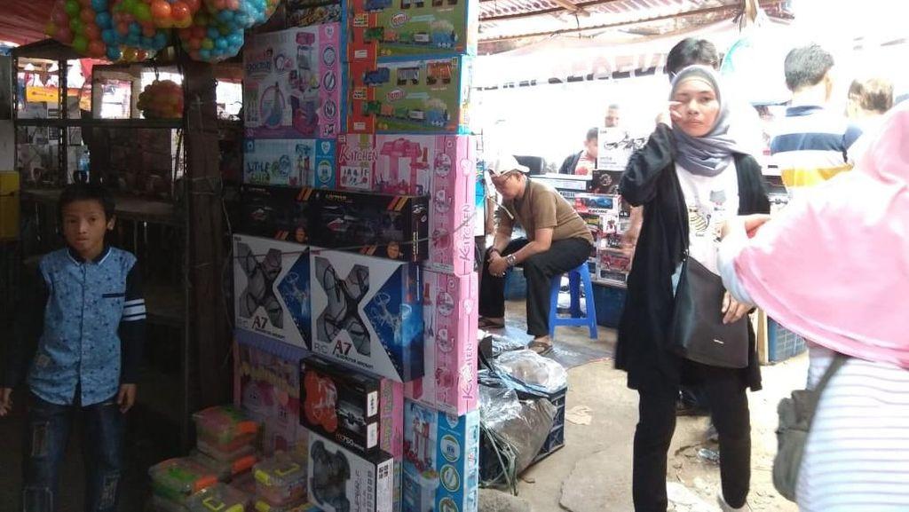 Lebaran Tahun Ini Pengunjung Pasar Gembrong Berkurang
