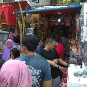 Pemburu Mainan Serbu Pasar Gembrong