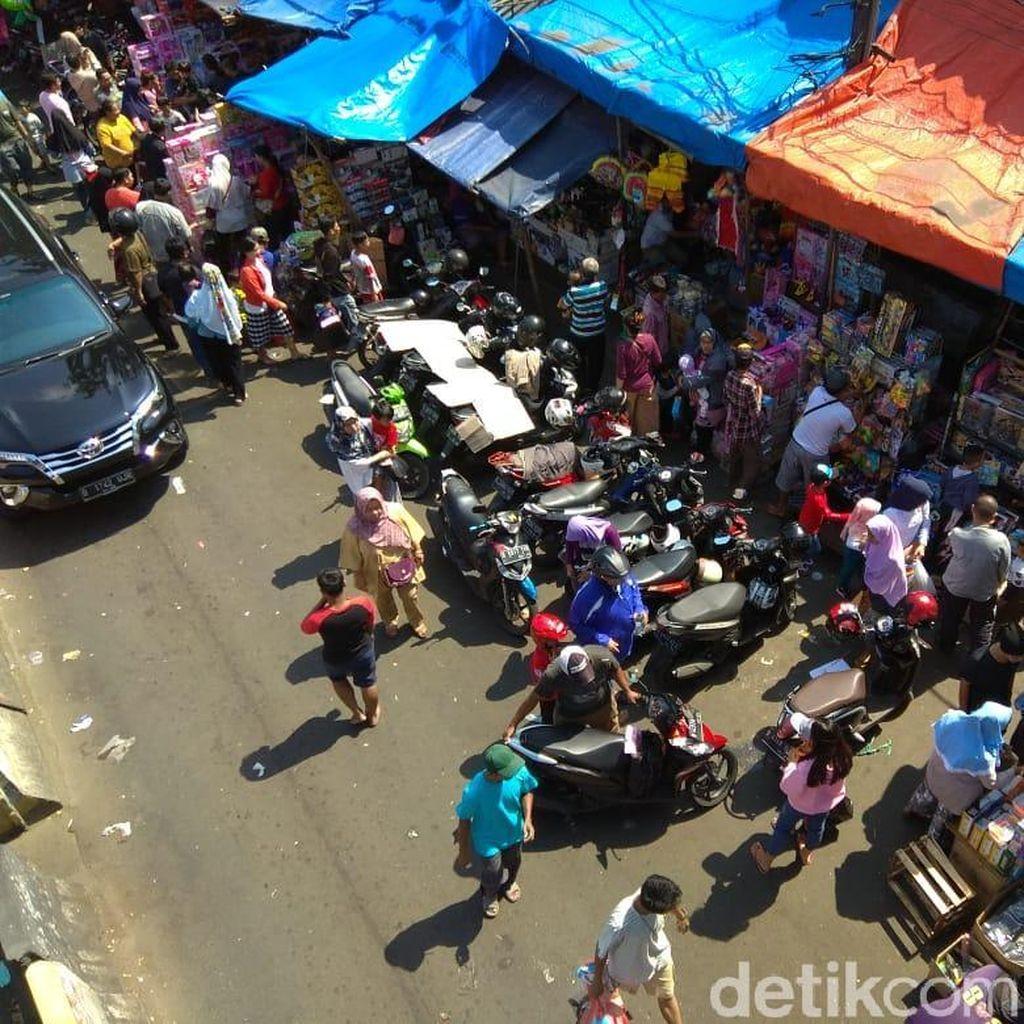 Masih Beroperasi, Pasar Gembrong Batal Digusur?