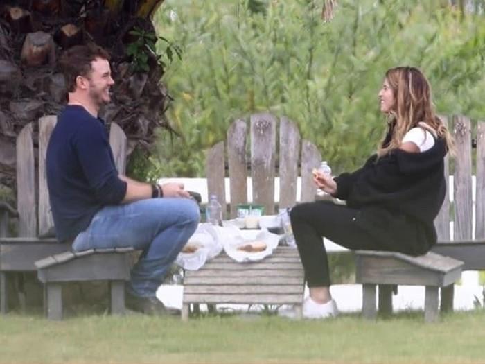 Chris Pratt tertangkap kamera piknik bersama Katherine Schwarzenegger. Foto: Dok. TMZ