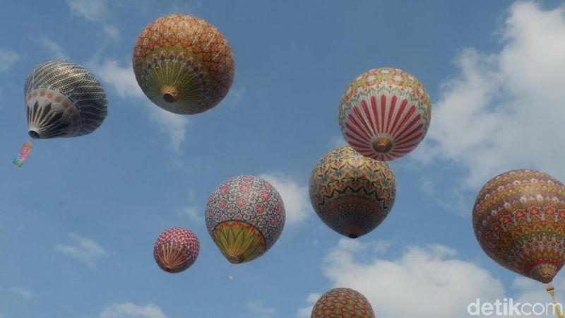 Ini adalah festival balon udara yang digelar di lapangan Geo Dipa Energi di Wonosobo. Pada gelaran ini, sedikitnya ada 104 balon udara tanpa awak dengan ciri khas masing-masing. (Uje Hartono/detikTravel)