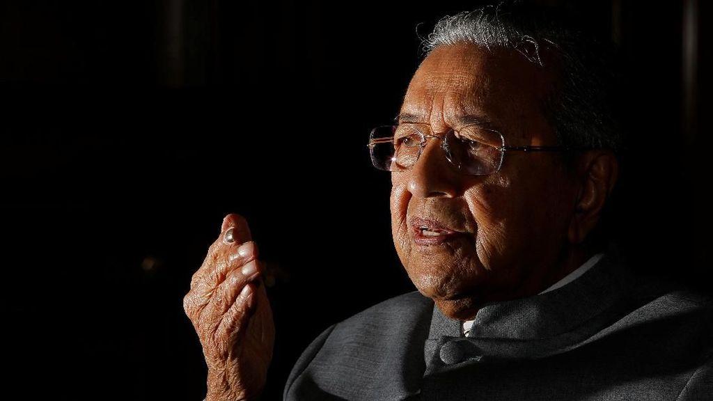 Mahathir: Najib Selalu Menganggap Orang-orang Bodoh