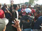Tagih Air PDAM, Warga Surabaya Blokir Tempat Pembuangan Sampah