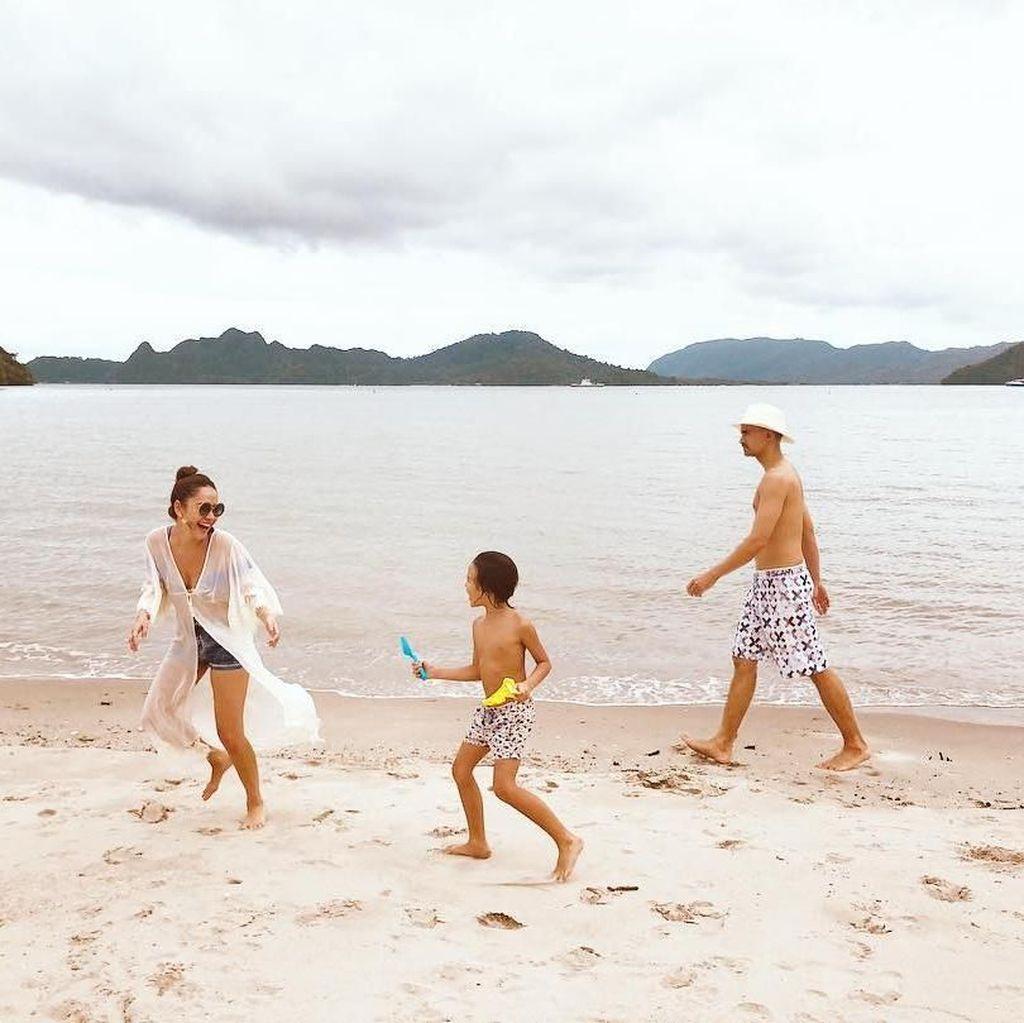 <i>Short Getaway</i> Bunga Citra Lestari dan Keluarga di Pulau Langkawi