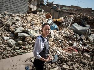 Begini Penampilan Angelina Jolie Saat Kunjungi Muslim Irak Korban Perang