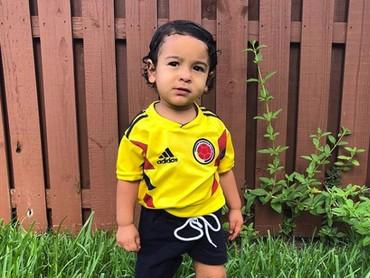 Ganteng ya pendukung cilik negara Colombia yang satu ini. (Foto: Instagram @jairo_gone)