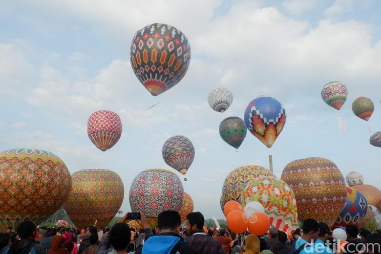 Bahaya di Balik Balon Liar yang Tetap Mengudara di Langit Jawa