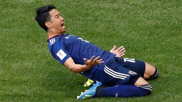 Shinji Kagawa mencetak gol keunggulan Jepang lewat titik putih.