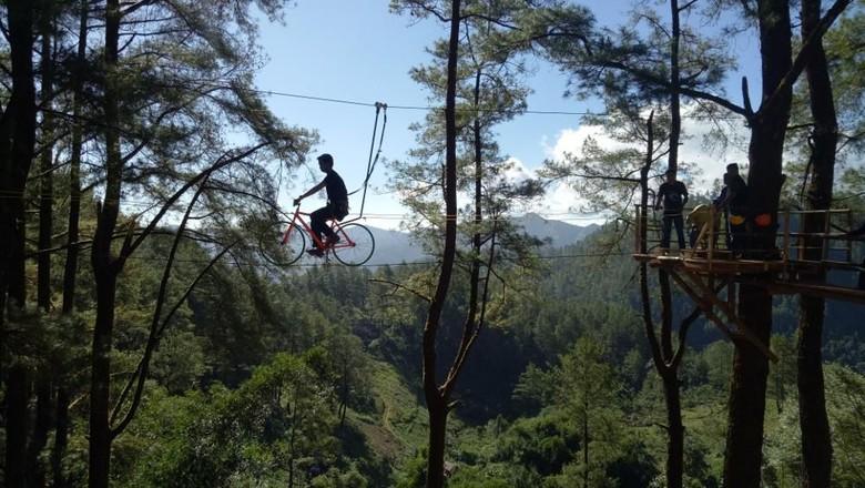 Wisata sepeda terbang di Hutan Malino (Ibnu Munsir/detikTravel)