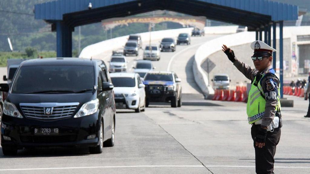 Arus Balik, Antrean Kendaraan 2 Km Terjadi di Pintu Masuk Pelabuhan Bakauheni