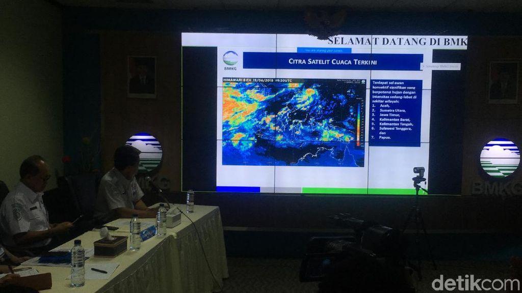 BMKG Imbau Warga Waspadai Cuaca Ekstrem 1 Minggu ke Depan
