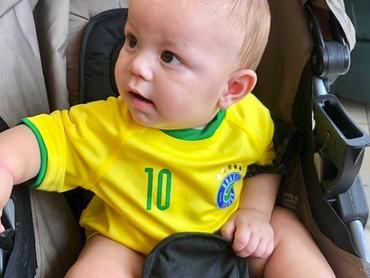Supporter Brasil paling cilik nih. He-he-he. (Foto: Instagram @_mr.benavidez_)
