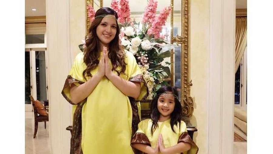 Kompaknya Nia Ramadhani dan Putri Semata Wayangnya