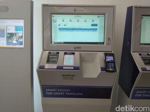 Vending machine tiket kereta Bandara Soetta di Stasiun Bekasi