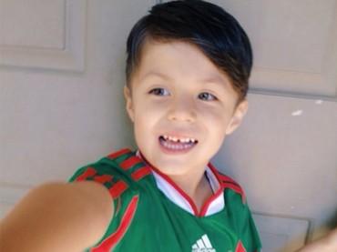 Begini senyum kemenangan si pendukung cilik setelah Meksiko mengalahkan Jerman di pertandingan kemarin. (Foto: Instagram @viixyy)
