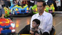 Ayah Sukses Jual Martabak, Ini Gaya Cucu Jokowi Bersepatu Gucci Rp 4,8 Juta