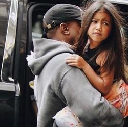 Meluruskan Rambut Anak Seperti Putrinya Kim Kardashian, Yes or No?