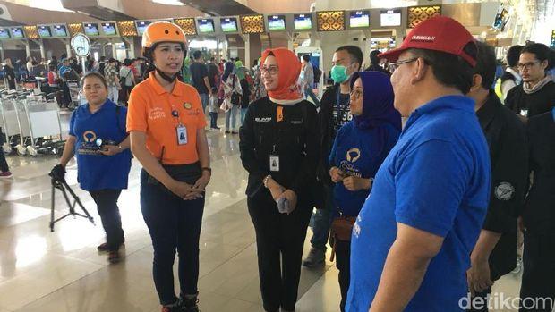 Ombudsman saat mengecek penggunaan body scanner di Terminal 3 Bandara Soekarno-Hatta, Selasa (19/6/2018)