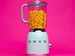 Visual Artist Ini Buat Pop Art Dengan Padukan Makanan dan Lego