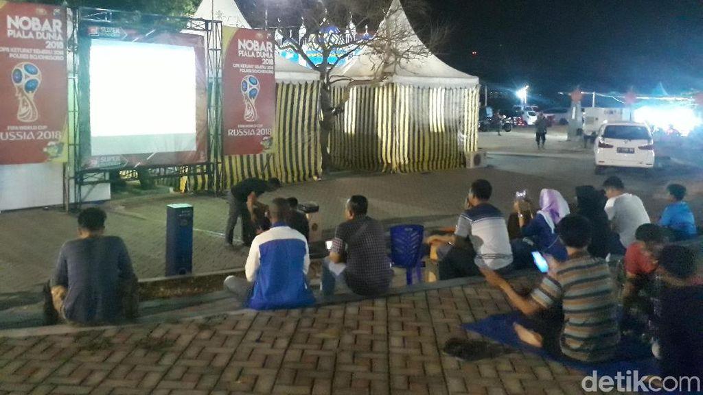 Sambil Istirahat, Pemudik Via Jalur Bojonegoro Bisa Nobar Piala Dunia