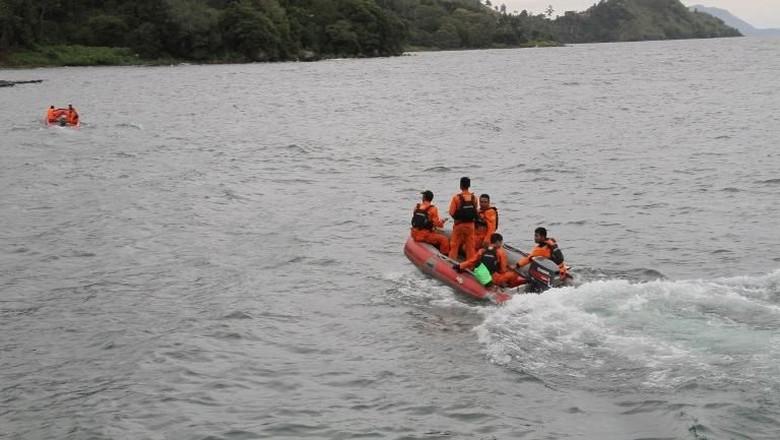 Korban Kapal Tenggelam di Danau Toba Dibawa ke 2 RS