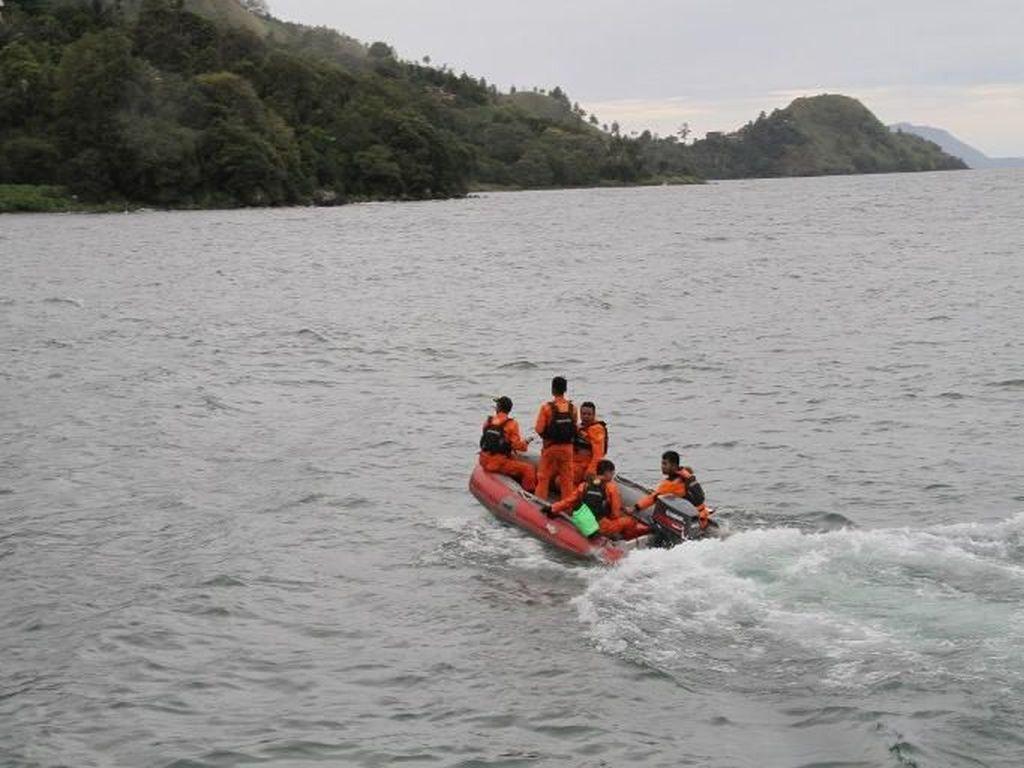 Kapal Tenggelam di Danau Toba, Polisi: Diduga Over Kapasitas