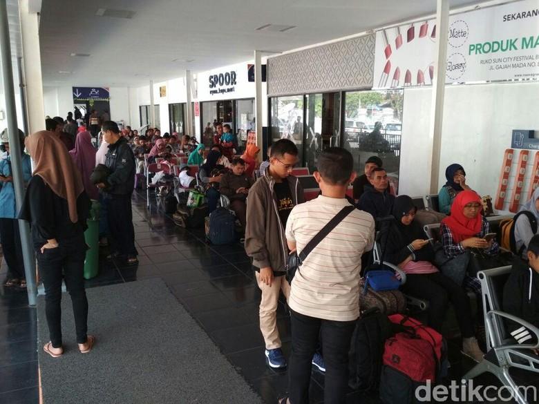 Arus Balik, 21 Ribu Lebih Penumpang Naik KA dari Stasiun Daop 7