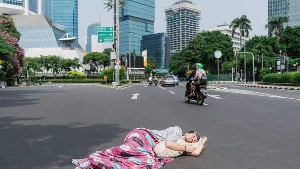 Potret Kocak Ketika Jakarta Sepi Melompong