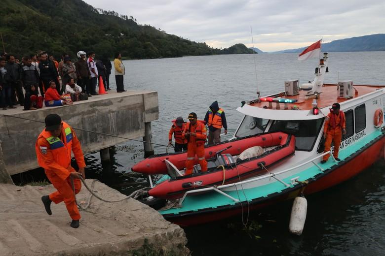 Ini Kesulitan Penyelam Cari Korban KM Sinar Bangun di Danau Toba