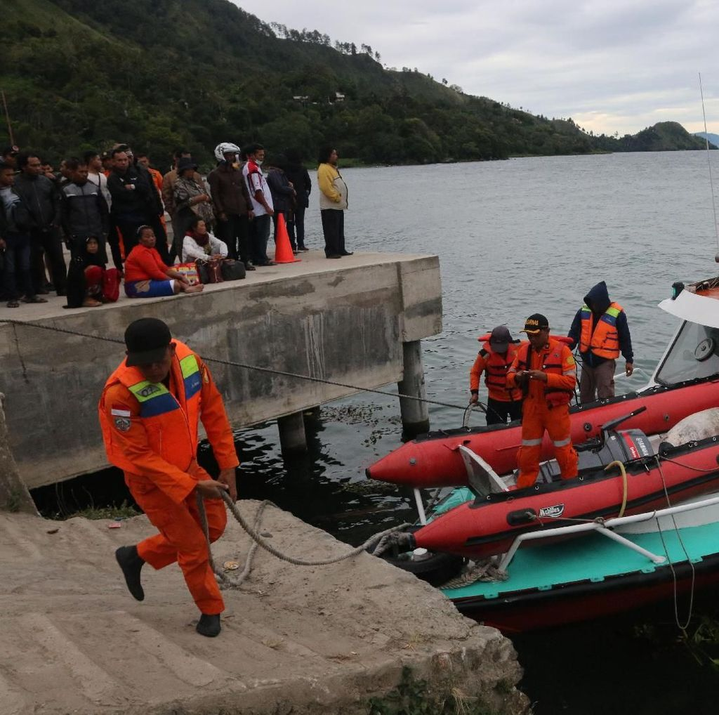 Tragedi Danau Toba, Tim SAR Masih Cari Korban yang Hilang