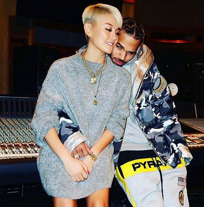 Agnez Mo dan Chris Brown semakin mesra. Foto: Dok.Instagram/agnezmo