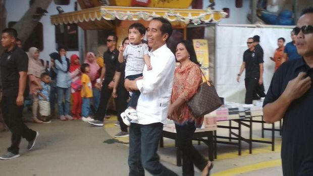Presiden Jokowi ajak cucu main ke JungleLand